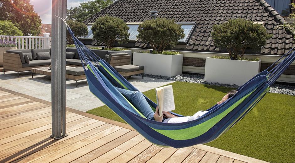 comfortabele hangmattende hangmat wordt geleverd met een nylon tas, zeer handig om de hangmat op te bergen en ook om hem te verplaatsen waar u maar wilt rond uw buitenruimte